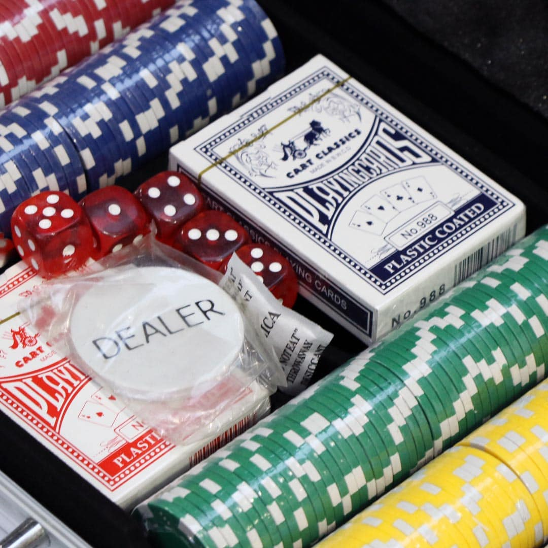 Poker Set With Carry Case 300 Capacity Set With Poker Chips Playing Cards And Dice Bud300s Alu 300 Suit E Service